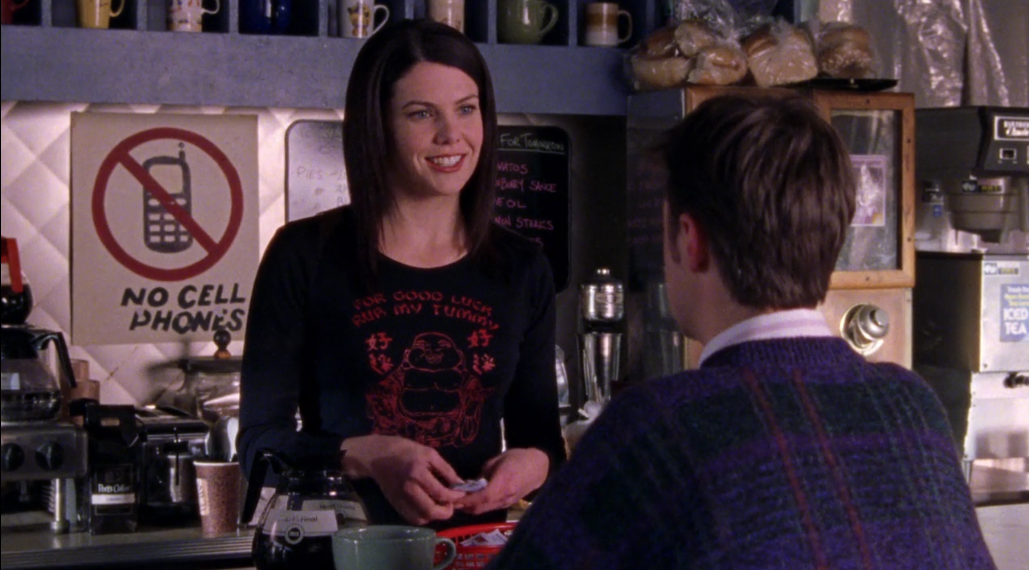 Lorelais-Buddha-Shirt-Dead-Uncles-and-Vegetables-Gilmore-Girls-1