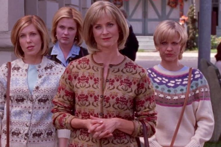 Blonde-Bob-Gang-One-s-Got-Class-and-the-Other-One-Dyes-Gilmore-Girls-3