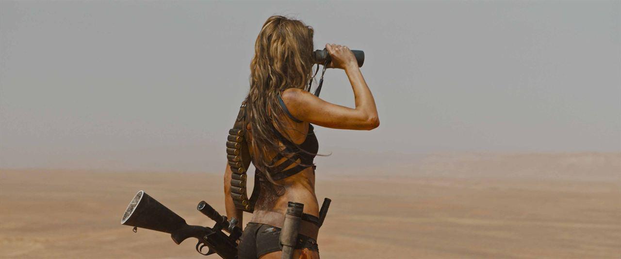 Guns-Revenge-Coralie-Fargeat-1