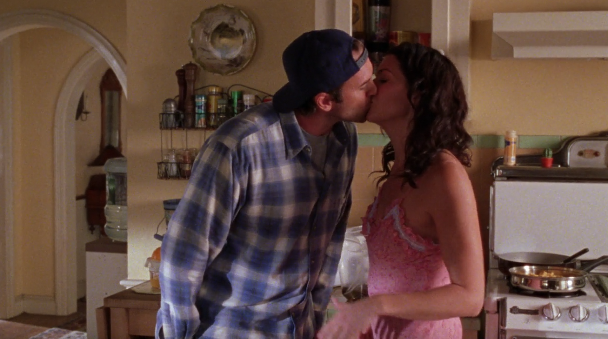 Lorelai-and-Luke-Kiss-Lazy-Hazy-Crazy-Days-Gilmore-Girls-1
