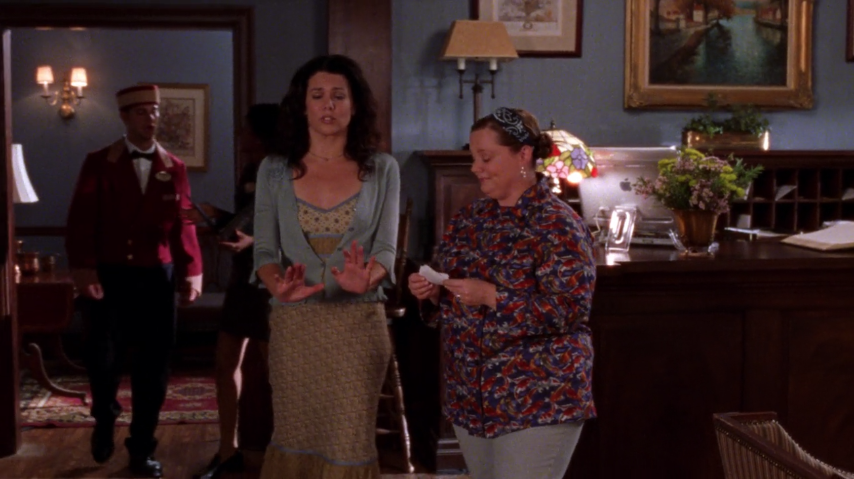 Lorelais-Hideous-Dress-Haunted-Leg-Gilmore-Girls