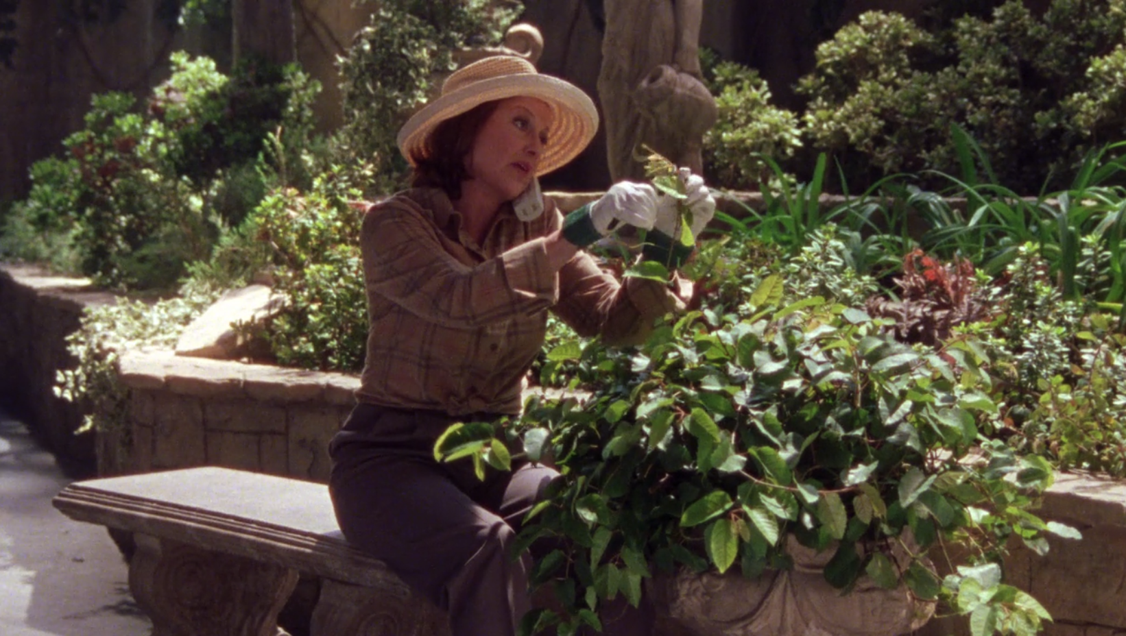 Emilys-Gardening-Outfit-Eight-O-Clock-At-The-Oasis-Gilmore-Girls