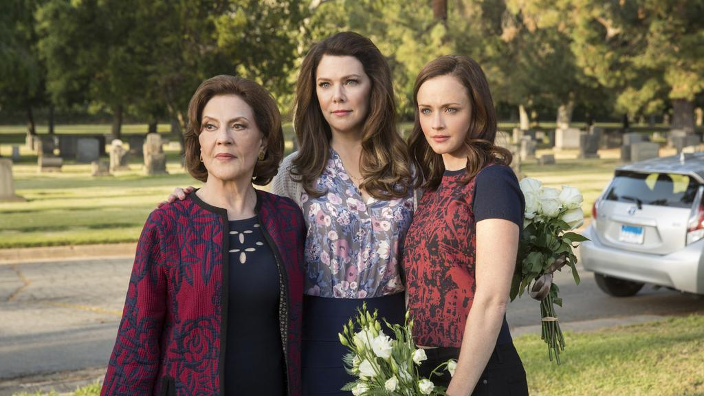 Emily-Lorelai-Rory-Richards-Funeral-A-Year-in-the-Life