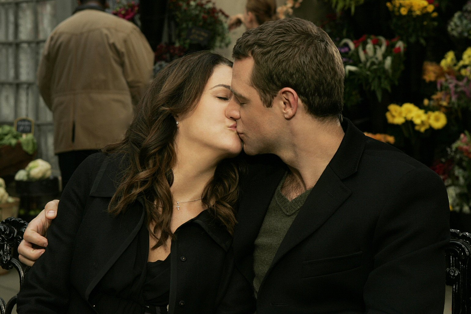 Kissing-French-Twist-Lorelai-and-Christopher-Gilmore-Girls